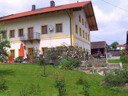 Wohnung in komplettsaniertem ehemaligem Bauernhof - Erstbezug