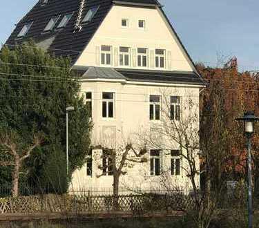 5-Zimmer-Maisonette-Wohnung in restauriertem Altbau mit Balkon