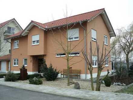 Modernes Wohnen im hochwertigen Einfamilienhaus in ruhiger Feldrandlage !