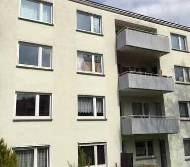 Günstiger geht es wirklich nicht: Schöne 3 Zimmerwohnung, neu renoviert!!!