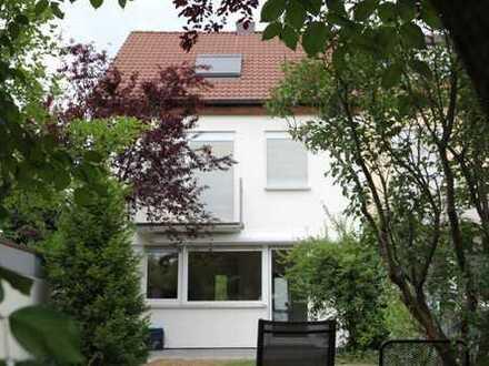 91056 Erlangen-Büchenbach:Familienfreundl. konzip. Reiheneckhs., Garten u. Gara. in ruh./grüner Lage