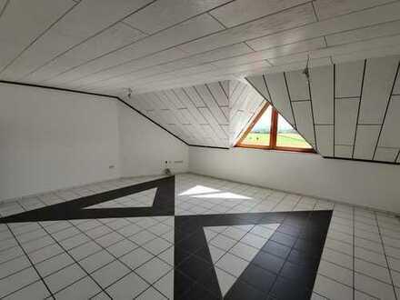Gepflegte 3,5-Zimmer-DG-Wohnung mit Balkon und EBK in Rottenburg am Neckar (Seebronn)