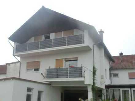 Großzügig und Südbalkon in Ober- und Dachgeschoss