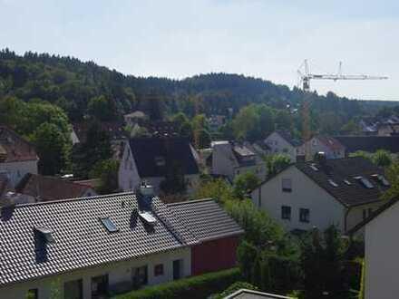 gemütliche Zweizimmerwohnung mit Ausblick über Aystetten, ideal für Einzelperson mit Platzbedarf