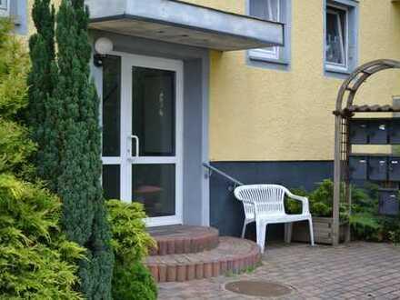 Top Renovierte 2 Raum Wohnung mit Balkon