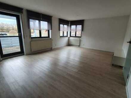Neuwertige Doppelhaushälfte 4- Zi. Wohnung mit Balkon, Terasse und Einbauküche in Bad Saulgau
