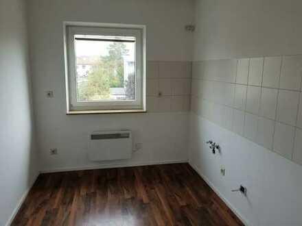 Schöne 3-Zimmer-Wohnung mit Balkon+ Bad mit Fenster