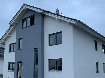 Erstbezug: ansprechende 6-Zimmer-Maisonette-Wohnung mit Balkon in Kappel-Grafenhausen