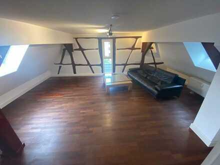 Erstbezug nach Sanierung: 2-Zimmer-Dachgeschosswohnung mit EBK in Reutlingen