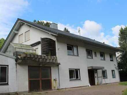 Großes Haus mit angeschlossener Gewerbe-Halle