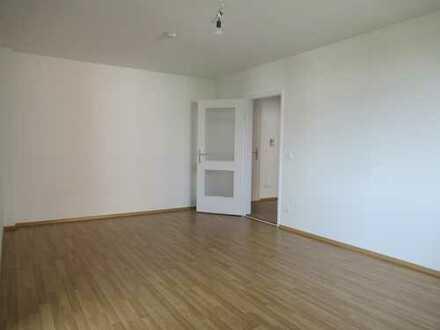 Modernisierte 4-Zimmerwohnung mit Balkon in Augsburg-Oberhausen