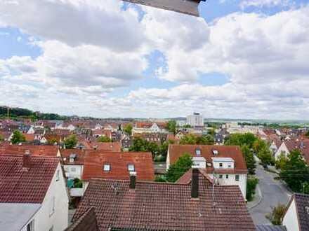3-Zi DG-Maisonette mit Balkon, Einbauküche, Aufzug und TG-Stellplatz