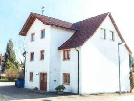 Modernisierte Dachgeschosswohnung mit drei Zimmern und Einbauküche in Sauldorf