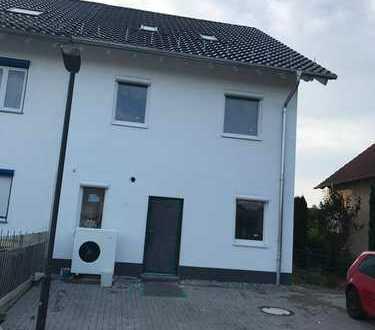 Schönes, geräumiges Doppelhaushälfte mit 5 Zimmern in Alzey-Worms (Kreis), Wallertheim.