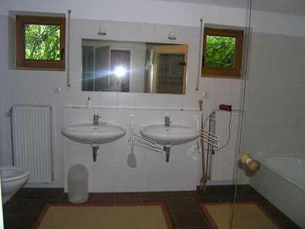 Gepflegte 2-Zimmer-Erdgeschosswohnung mit kleiner Terasse und Gartenbenutzung. und EBK in Würzburg