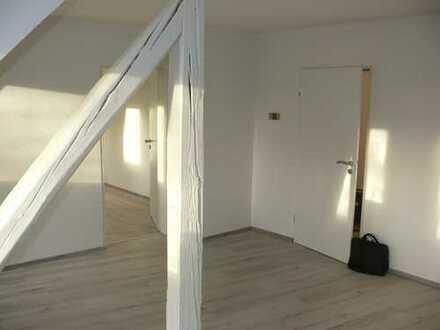 Bezahlbare, schöne und sanierte Dachgeschosswohnung in Altenessen!