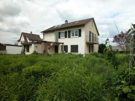 Grundstück mit Baugenehmigung für 3 RH.