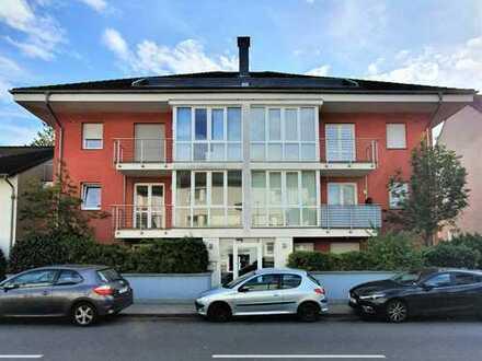 Stilvolle, sanierte 2-Zimmer-Wohnung mit Balkon in Höhenhaus, Köln
