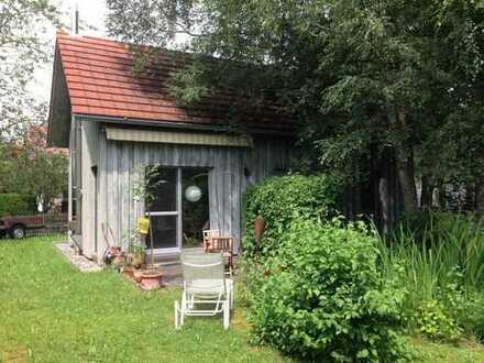 Individuelles Designer-Häuschen mit Garten/Teich