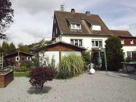 Großzügiges 2-Fam.-Haus auf herrlich flachem Grundstück in Freudenbg.-Alchen
