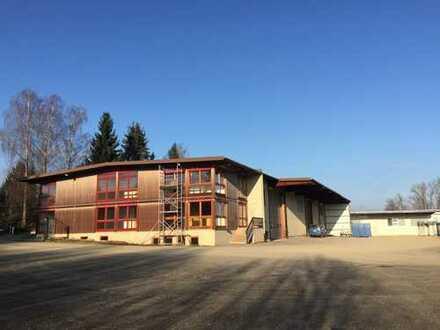 Bürogebäude mit Gewerbehallen (im Gesamten oder partiell vermietbar)