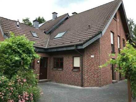 Traumlage am Park. Schönes großzügiges Haus mit fünf Zimmern in Schwalmtal - Waldniel