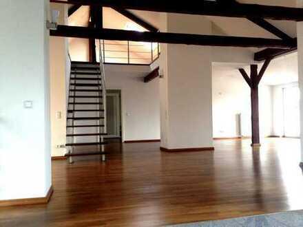 Loftartige 3-Zimmer-Dachgeschosswohnung mit Balkon in Top-City-Lage