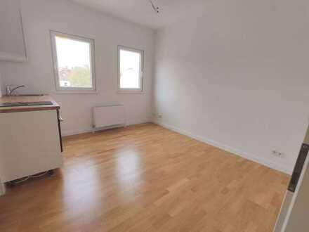 ERSTBEZUG N. DG-AUSBAU - Hochwert. 1-Raumwohnung in Lichtenberg mit Parkett & neue Einbauküche