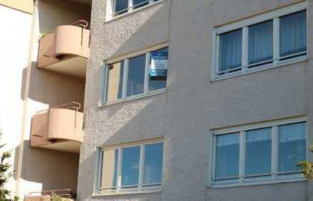 Top gepflegte 3,5 Zimmer Wohnung im 2.OG mit EBK, Balkon sowie Einzelgarage in Gärtringen