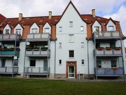 Schöne 3 Raum Wohnung mit Balkon, Tageslichtküche und -bad