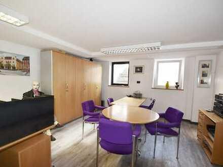 Innenstadtlage von Neustadt: Büroraum mit WC und Vorraum