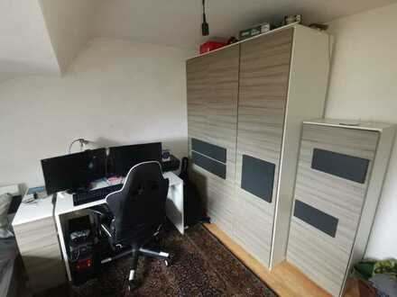 Gemütliches Zimmer in 2 Zimmer WG, mit super Lage zur DHBW und HsKA, Bahn und Nahkauf direkt vor der