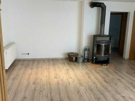 Gepflegte 2-Zimmer-EG-Wohnung mit Terrasse und EBK in Rhodt unter Rietburg