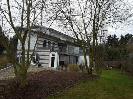 Exklusive mod. 2-Zi. Whg. mit EBK und großzügiger Terrasse in gehobener Wohnlage