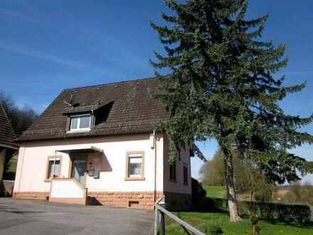 Vollständig renovierte 3-Zimmer-Hochparterre-Wohnung mit EBK in Seckach