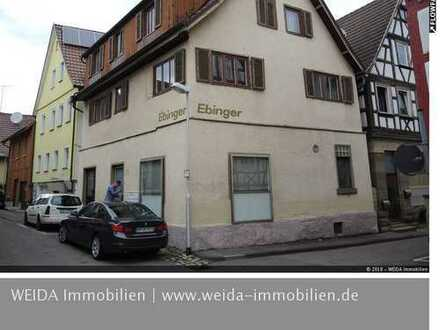 Sanierungsbedürftiges Wohn- und Geschäftshaus mit 1 Laden und 2 Wohnungen!