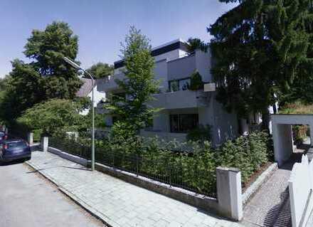 Schön geschnittene und ruhige 2-Zimmerwohnung mit separater Küche und Balkon in NEUHAUSEN