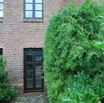 Wohnen in einer historischen Hofanlage ( mit Terrasse , Garten, Stellplatz)