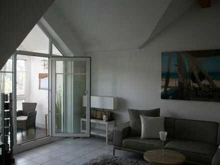 Möblierte 2-Zimmer-DG-Wohnung mit Wintergarten in ruhiger Lage in Unterföhring