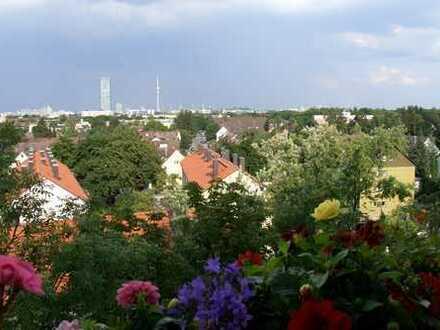 Gepflegte 3,5-Zimmer-Wohnung mit Balkon und EBK in Moosach, München