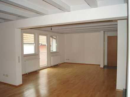 Helle, geräumige 4-Zimmer OG-Wohnung mit Südbalkon