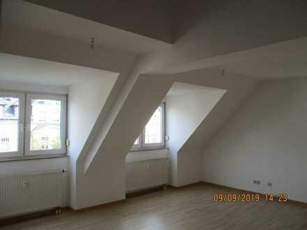 Gepflegte 4-Raum-Maisonette-Wohnung mit Einbauküche in Chemnitz