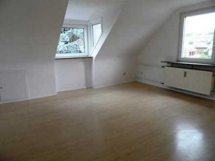 3 Zimmer Dachgeschosswohnung in Kassel- Gartenstadt Eichwald mit kleiner, schlichter EBK
