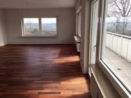 Gepflegte 2,5-Zimmer-Wohnung mit tollem Blick über das Ruhrtal mit Balkon