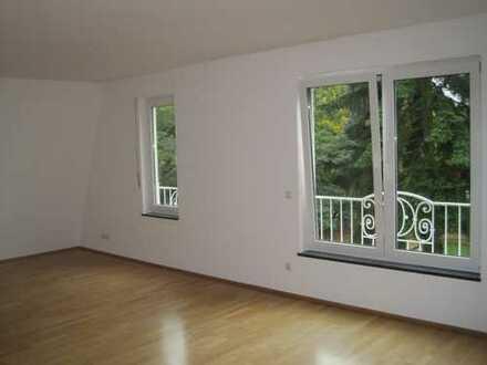 Gepflegte 5-Zimmer-Maisonette-Wohnung mit Balkon und EBK in Bonn