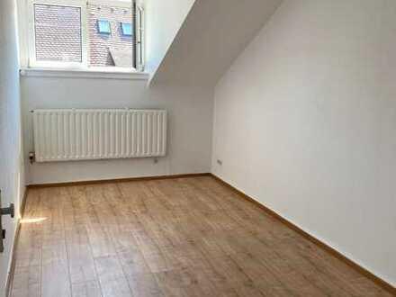 1 Zimmer in einer renovierten 4-Zimmer-WG (Karlsruhe Zentrum)