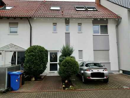*Provisionsfrei* 5-Zimmer-Maisonette-Wohnung in Zweifamilienhaus in Worms-Weinsheim