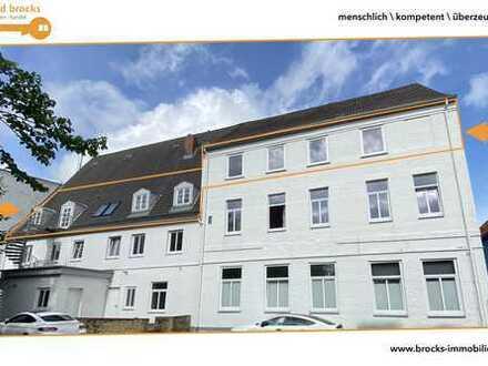 Hier haben Sie so richtig Platz!  Repräsentatives Büro! Ca. 20 AP in Schleswig!  DG ohne Fahrstuhl