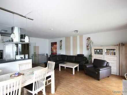 Masionette in gehobener Ausstattung, Tageslichtbäder, Einbauküche, Südgarten für 2-3 Personen.