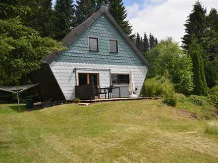 Gemütliches Holzhaus in wunderbarer idyllischer Lage mit Ausblick ins Grüne und Garten und kleinem